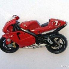 Motos a escala: MOTO ALTAYA E 1:24. Nº 7. YAMAHA YZR-M1 CARLOS CHECA 2002. Lote 171312638