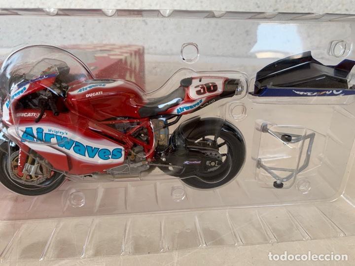 Motos a escala: DUCATI 999 F04 GREGORIO LAVILLA BSB2005 MINICHAMPS SCALE 1:12 - Foto 8 - 171428574