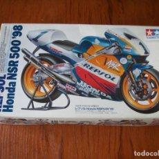 Motos a escala: MOTO REPSOL HONDA NSR 500 98 MIKE DOOHAN TAMIYA. Lote 174303968