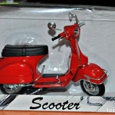 Motos a escala: MOTO SCOOTER EN METAL Y PLÁSTICO A ESCALA 1/12.. Lote 175065645