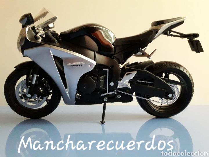 Motos a escala: MOTO MINIATURA YAMAHA CBR 1000 RR NUEVA DE COLECCION ESCALA 17 X 9 CMTRS MOTOCICLETA - Foto 2 - 176508143