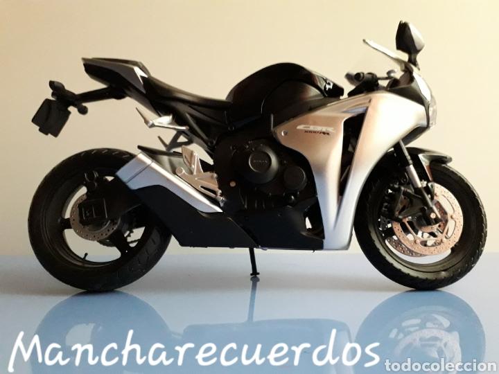 Motos a escala: MOTO MINIATURA YAMAHA CBR 1000 RR NUEVA DE COLECCION ESCALA 17 X 9 CMTRS MOTOCICLETA - Foto 3 - 176508143