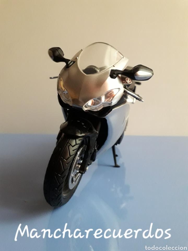 Motos a escala: MOTO MINIATURA YAMAHA CBR 1000 RR NUEVA DE COLECCION ESCALA 17 X 9 CMTRS MOTOCICLETA - Foto 4 - 176508143
