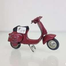 Motos in scale: VESPA POSIBLE DALIA ROJA DE 7 CM. Lote 177141498