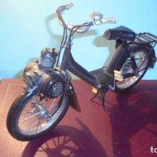Motos a escala: MAQUETA DE LATA MOTO VELOSOLEX 24X14 CM. . Lote 183670302