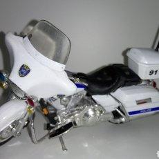 Motos a escala: MOTO HARLEY - DAVIDSON. MILWAUKEE POLICE. COLECCIÓN MAISTO. ESCALA 1 :18.. Lote 191330460