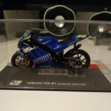 Motos in scale: YAMAHA YZR M1 DE VALENTINO ROSSI 2005. Lote 194262247