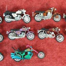Motos a escala: COLECCIÓN DE 10 MOTOCICLETAS EN MINIAURA. METAL. CIRCA 1970. . Lote 196475528