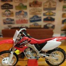 Motos a escala: HONDA 250 2T 1/12. Lote 198254290