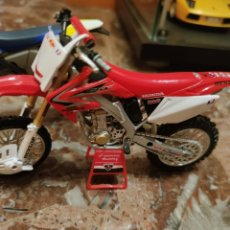 Motos a escala: HONDA TEAM RED BULL 1/12. Lote 198254346