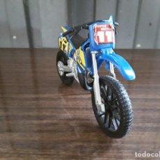Motos in scale: MOTO PARA CAMINOS DE COLOR AZUL. Lote 203626966