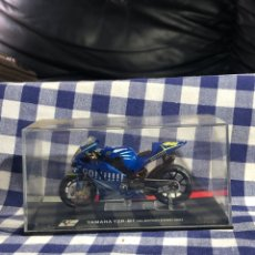 Motos a escala: YAMAHA YZR M1 2004 VALENTINO ROSSI COMPARTIR LOTE. Lote 203854618