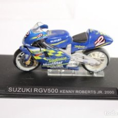Motos in scale: SUZUKI RGV500 KENNY ROBERTS JR.2000. Lote 205188401