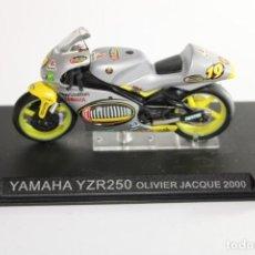Motos a escala: YAMAHA YZR250 OLIVIER JACQUE 2000. Lote 205193318
