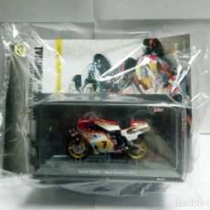 Motos a escala: MOTO SUZUKI RG500 BARRY SHEENE 1977 + FASCÍCULO 43 MOTOGP ALTAYA DEAGOSTINI ESCALA 1:18 RG 500. Lote 247171940
