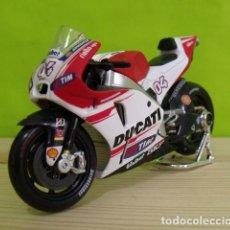 Motos a escala: MOTO DUCATI A ESCALA - MOTO GP - MAISTO. Lote 206179686