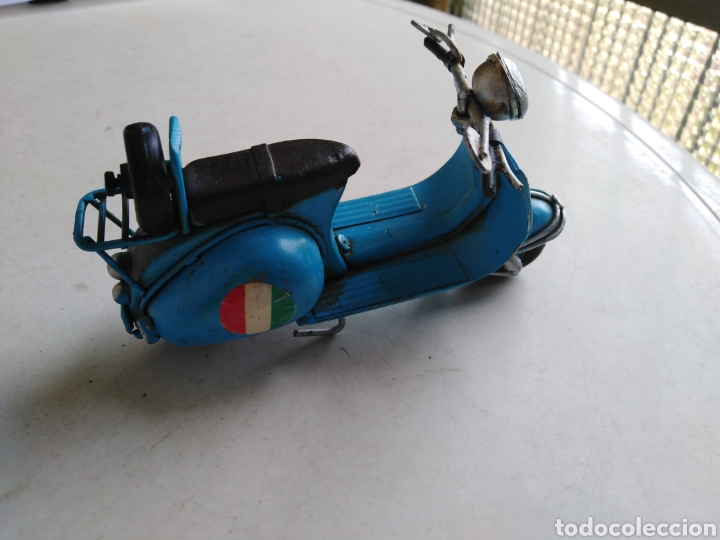Motos a escala: Moto miniatura metálica vespa Venecia a escala ( 11 cm ) - Foto 2 - 213472095