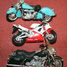 Motos a escala: TRES MOTOS DE 1:18 CON ALGUN DESPERFECTO - INDIAN, HARLEY, YAMAHA. Lote 216621658