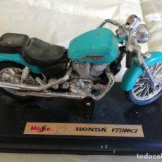 Motos a escala: MOTO - MAQUETA MINIATURA - HONDA SHADOW VT 1100 C2 - ESCALA 1-18- TAL COMO SE VE EN LA FOTO. Lote 217604292