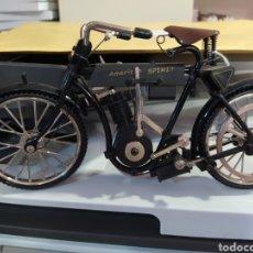 Motos a escala: MAQUETA MOTO BICICLETA REPRODUCCIÓN EXACTA DEL ANTIGUO. Lote 218018522