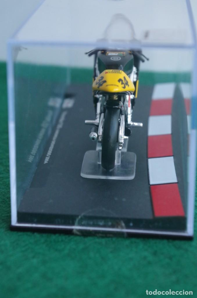 Motos a escala: HONDA 125 - ANDREA DOVIZIOSO 2004 -1/24 - Foto 4 - 218726681