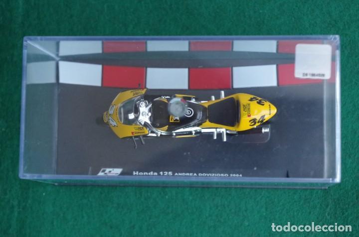 Motos a escala: HONDA 125 - ANDREA DOVIZIOSO 2004 -1/24 - Foto 5 - 218726681