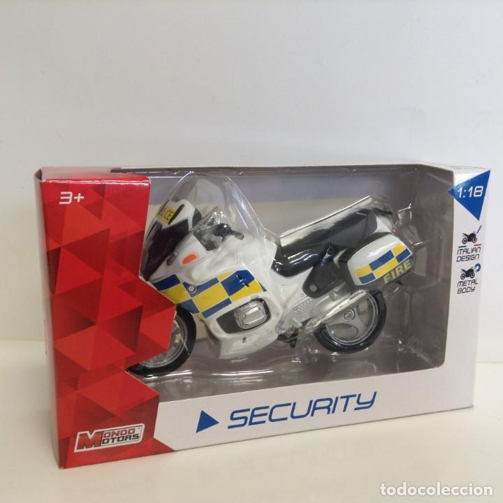 COLECCIÓN SECURITY: MOTO BMW POLICE - ESCALA: 1/18 ***MONDO MOTORS*** NUEVO EN CAJA (Juguetes - Motos a Escala)