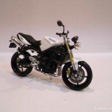 Motos in scale: REPLICA MOTO TRIUMPH STREET TRIPLE - ESCALA 1:18 - EN CAJA. Lote 222925868