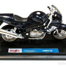 Motos a escala: MOTOCICLETA TRIUMPH SPRINT RS ,EDICIÓN MAISTO, CON PEANA BASE ,1:18, 1/18, NO A SIDO RODADA. Lote 223105867