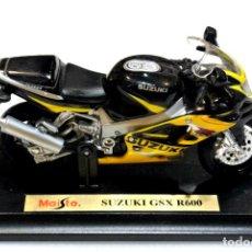 Motos a escala: MOTOCICLETA SUZUKI GSX R600 ,EDICIÓN MAISTO, CON PEANA BASE ,1:18 , 1/18, NO A SIDO RODADA. Lote 223106370