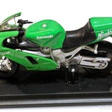 Motos a escala: MOTOCICLETA KAWASAKI NINJA ZX-12R , EDICIÓN MAISTO, CON PEANA BASE ,1:18, 1/18 , NO A SIDO RODADA. Lote 223110323