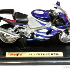 Motos a escala: MOTOCICLETA SUZUKI GSX R750 , EDICIÓN MAISTO, CON PEANA BASE , 1:18, 1/18, NO A SIDO RODADA. Lote 223112431