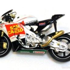 Motos a escala: MOTOCICLETA HONDA RC212V Nº 15 MOTO GP TEAM SAN CARLO ALEX DE ANGELIS, MAISTO , ESCALA 1:18. Lote 223132841
