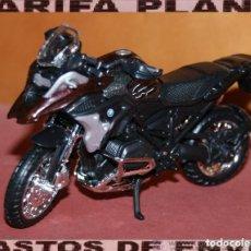 Motos a escala: MOTO BMW GS 1200 R ESCALA 1:18 DE MAISTO EN SU BLISTER. Lote 223982721