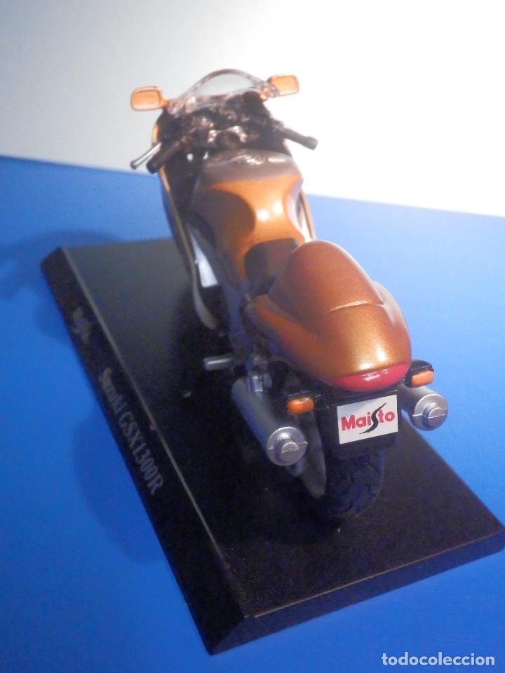 Motos a escala: MOTO - MINIATURA A ESCALA - Suzuki GSX1300R - Cobre - ESCALA 1.18 - Con PEANA - Maisto - Foto 4 - 226200390