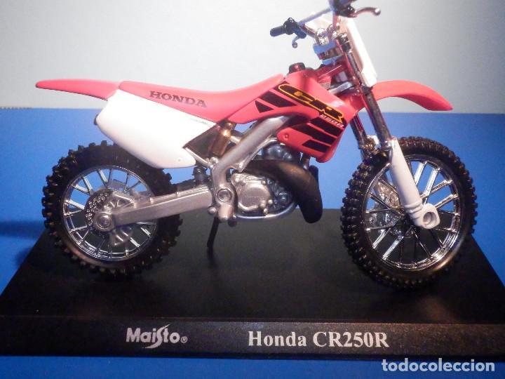 MOTO - MINIATURA A ESCALA - HONDA CR250R - ESCALA 1.18 - CON PEANA - MAISTO (Juguetes - Motos a Escala)