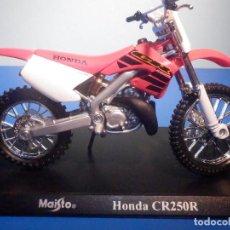 Motos a escala: MOTO - MINIATURA A ESCALA - HONDA CR250R - ESCALA 1.18 - CON PEANA - MAISTO. Lote 226285585