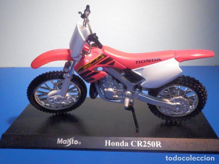Motos a escala: MOTO - MINIATURA A ESCALA - Honda CR250R - ESCALA 1.18 - CON PEANA - MAISTO - Foto 2 - 226285585