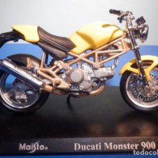 Motos a escala: MOTO - MINIATURA A ESCALA - DUCATI - MONSTER 900 - AMARILLA - ESCALA 1.18 - CON PEANA - MAISTO. Lote 226288056