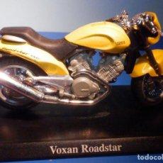 Motos a escala: MOTO - MINIATURA A ESCALA - VOXAN ROADSTAR 1000 - ESCALA 1.18 - CON PEANA - MAISTO. Lote 226291000
