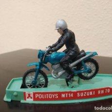 Motos a escala: MOTO POLITOYS MT14 SUZUKI RH70 -AÑOS 70- CON PILOTO Y CAJA, MADE IN ITALY. Lote 226413812