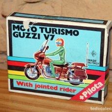 Motos in scale: KIT MOTO MONTABLE MOTO TURISMO GUZZI V7 - GRISONI CGGC - ITALY - PILOTA - REF.397 - AÑOS 70 - NUEVO. Lote 227650090