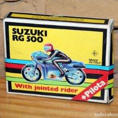 Motos in scale: KIT MOTO MONTABLE MOTO SUZUKI RG 500 - GRISONI CGGC - ITALY - PILOTA - REF.397 - AÑOS 70 - NUEVO. Lote 227652120