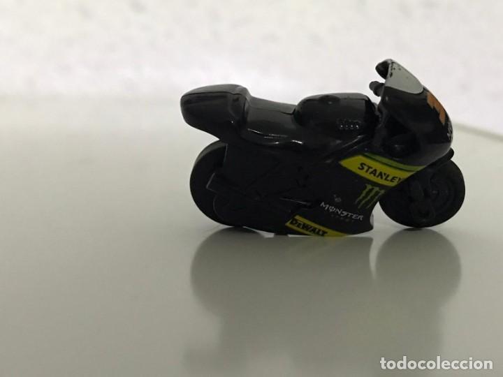 Motos a escala: 4 MICROMOTOS RUEDA DE INERCIA- MOTO GP - REPSOL - STSNLEY MONSTER - WARRIOR - Foto 12 - 228518540