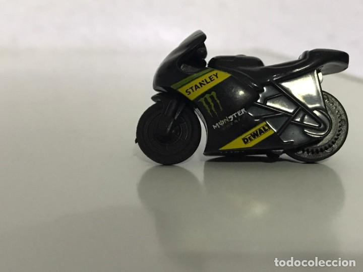 Motos a escala: 4 MICROMOTOS RUEDA DE INERCIA- MOTO GP - REPSOL - STSNLEY MONSTER - WARRIOR - Foto 13 - 228518540