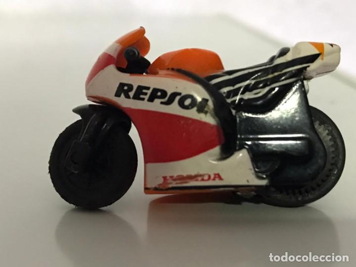 Motos a escala: 4 MICROMOTOS RUEDA DE INERCIA- MOTO GP - REPSOL - STSNLEY MONSTER - WARRIOR - Foto 6 - 228518540