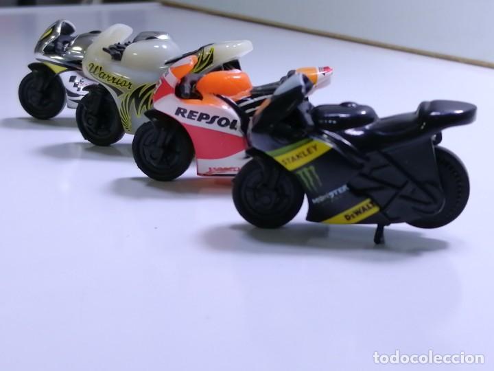 Motos a escala: 4 MICROMOTOS RUEDA DE INERCIA- MOTO GP - REPSOL - STSNLEY MONSTER - WARRIOR - Foto 2 - 228518540