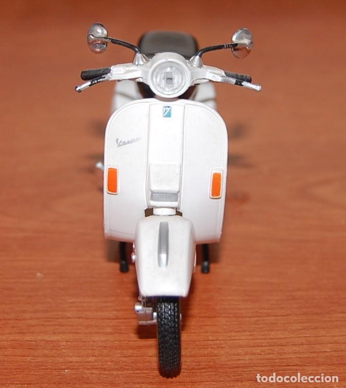 Motos a escala: VESPA MAISTO MODELO PX150 1:18 - Foto 3 - 233517290