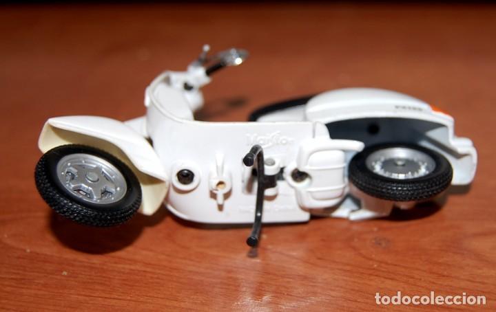 Motos a escala: VESPA MAISTO MODELO PX150 1:18 - Foto 5 - 233517290