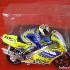 Motos in scale: YAMAHA GUISVAL - PILOTO MOTO COLIN EDWARDS. Lote 233919835